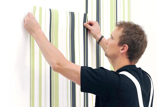 Comment coller le papier peint?