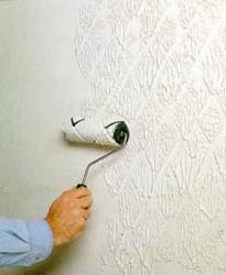 création d'un relief par un rouleau lors de la peinture