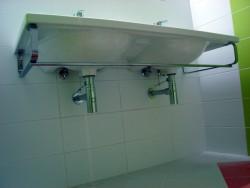 installation du lavabo sur les supports 2