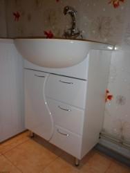 installation du lavabo sur le piédestal 2