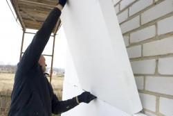 isolation des murs de la maison avec du polystyrène 2