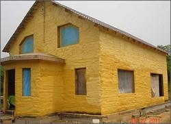 isolation des murs de la maison avec de la mousse de polyuréthane 2