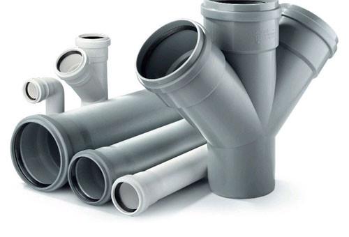 8 conseils sur les tuyaux d'égout à choisir pour les eaux usées internes dans un appartement et une maison privée