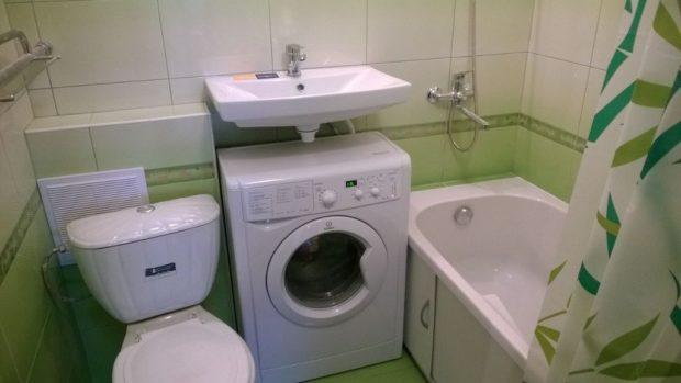 Une machine à laver dans une petite salle de bain: 6 idées d'hébergement + photos