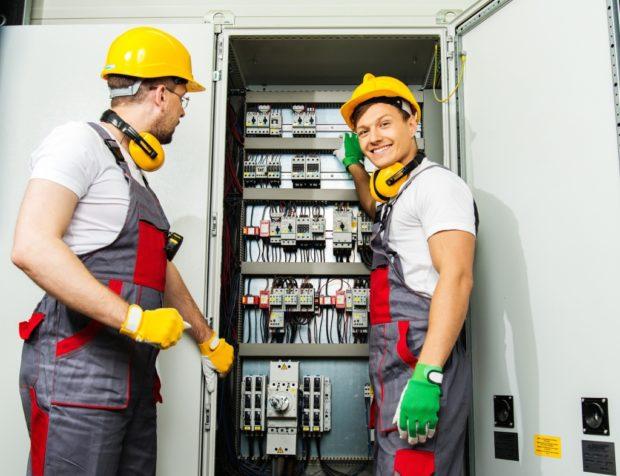Installation et remplacement du câblage dans la salle: comment trouver un professionnel