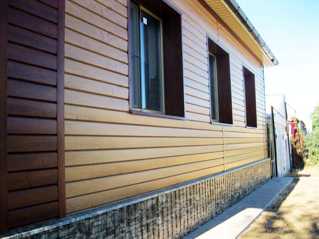 revêtement métallique pour la façade de la maison