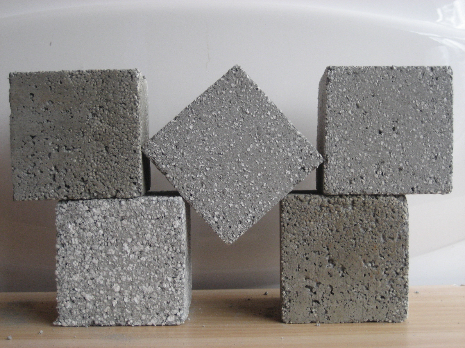 9 conseils pour construire une maison en béton polystyrène: avantages, inconvénients, choix