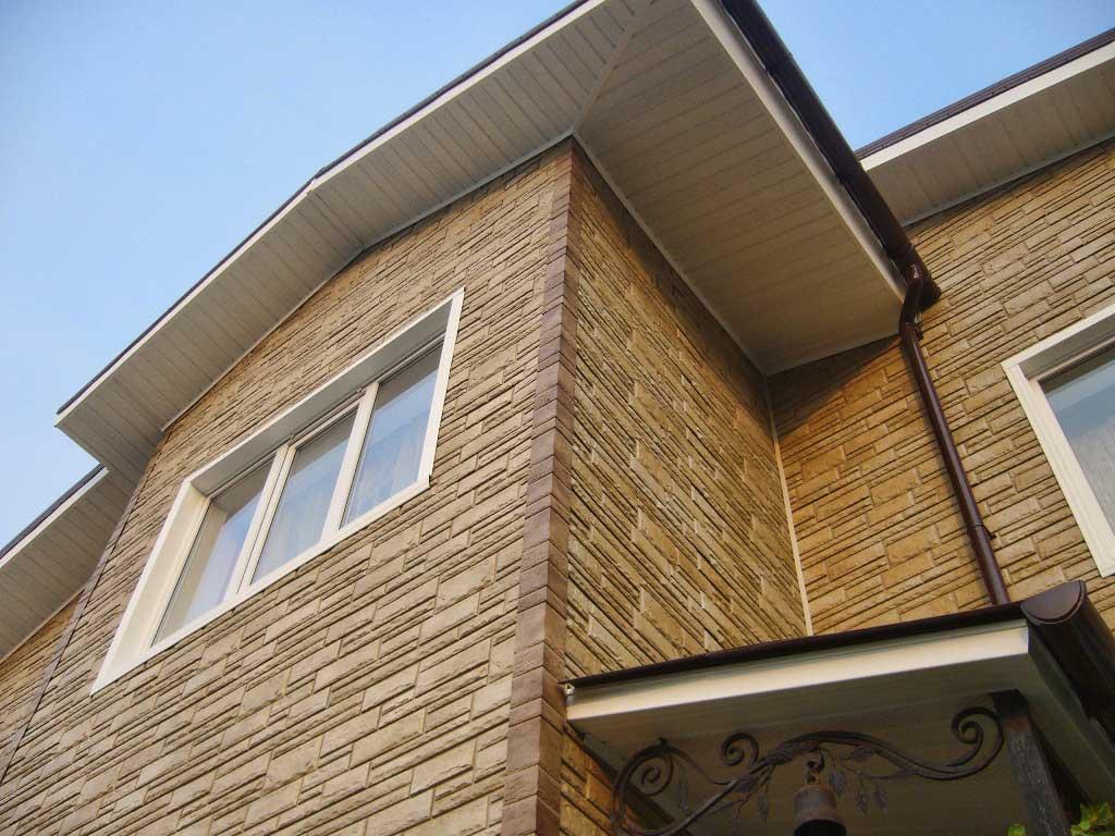 revêtement en béton pour la façade de la maison