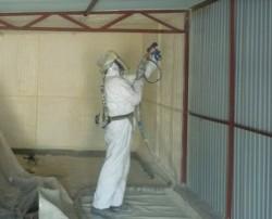 isolation du garage à l'intérieur de la mousse de polyuréthane